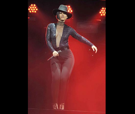 Alicia Keys is currently on tour in the U.S., the American singer is ... Alicia Keys